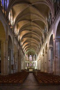 Vue intérieure de la cathédrale Saint-Jean